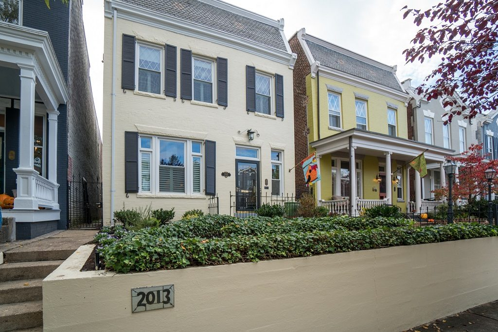 picture of the front of 2013 Stuart Avenue